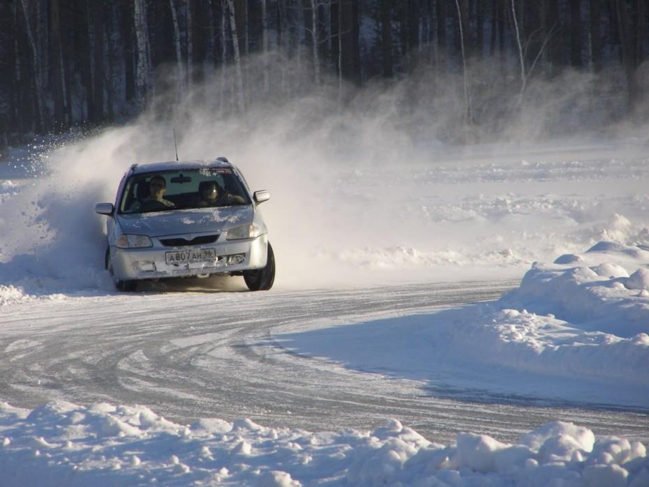вождение по льду водоема